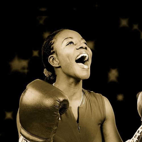 Sportzahnmedizin - Jubelnde Boxerin
