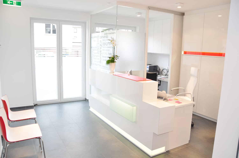 Empfangsbereich der Zahnarztpraxis Stavros Avgerinos in Oberhausen